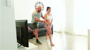 jacquieetmicheltv-21-06-10-julia-muscular-workout.jpg