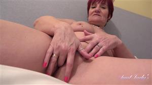 auntjudys-21-06-14-linda-finds-your-panty-stash-pov-handjob-and-fucking.jpg