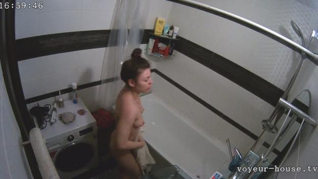 Voyeur-house.tv- Ashley (not hiding) shower july 9