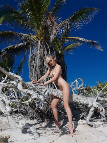errotica-archives  2014-09-16 anna lee - havet x60 3840x5760 - Girlsdelta