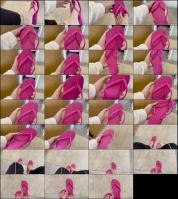 217152111_grazigoddess-13-05-2021-2108403404-slipper-with-the-marks-of-my-beas.jpg