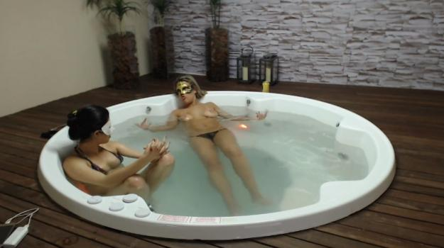 Voyeur-house.tv- Relaxing in the jacuzzi july 9