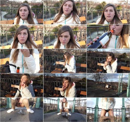 Sara - Drunk girl piss HD [HD 720P]